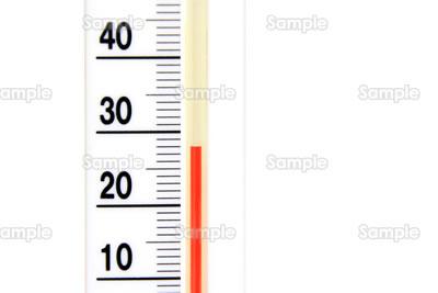 28℃をさす温度計